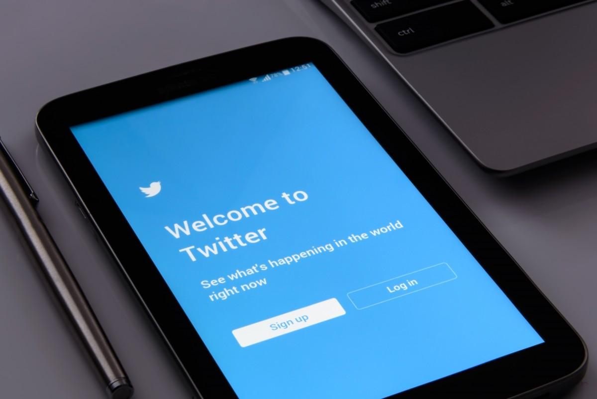 在Twitter上显示可能含敏感媒体选项需要更改,怎样看到这个账号发的内容?