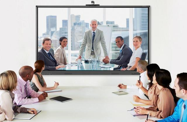 在召开高级别重要行政类会议时,使用华为云的优势有哪些?