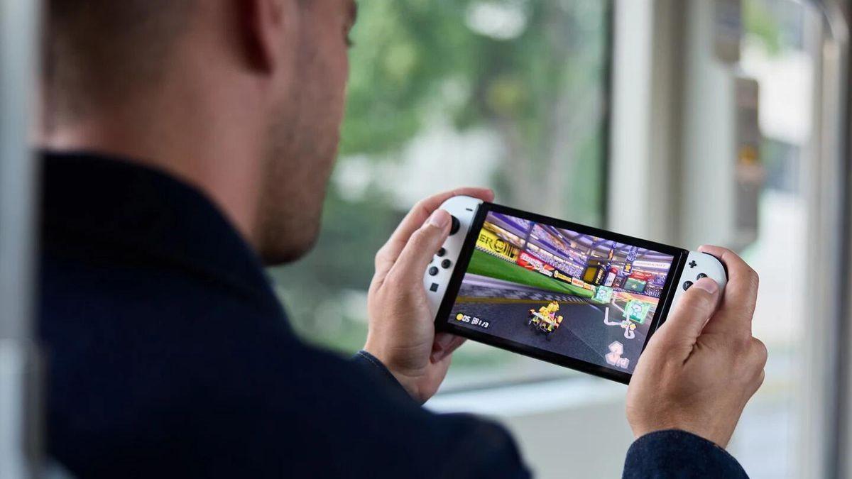 外媒上手体验新款Switch:画面音效更好、支架很舒服