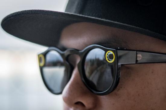 "Snap为旗下AR眼镜""Spectacles""开发电子宠物游戏"